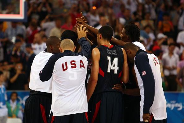 图文-安哥拉76-97美国男篮 美国群星庆祝获胜