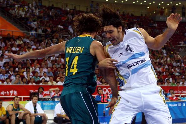 图文-[男篮]阿根廷85-68澳大利亚 斯卡拉拼抢