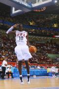 图文-[奥运]美国男篮92-69希腊 科比灌篮全场欢呼
