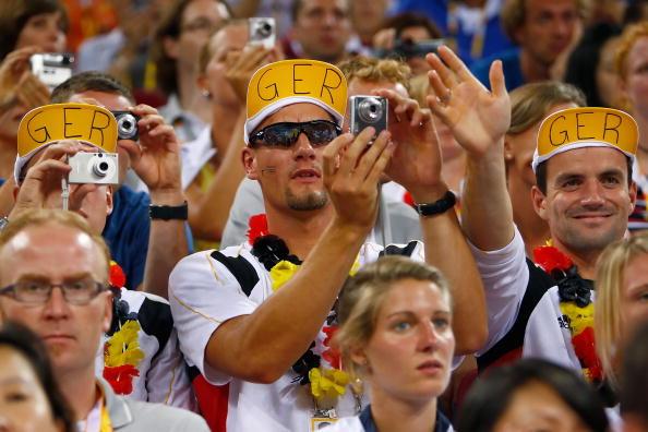 图文-[奥运]美国106-57德国 德国球迷现场助威