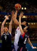 图文-奥运会19日女篮比赛赛场战况 能力超强