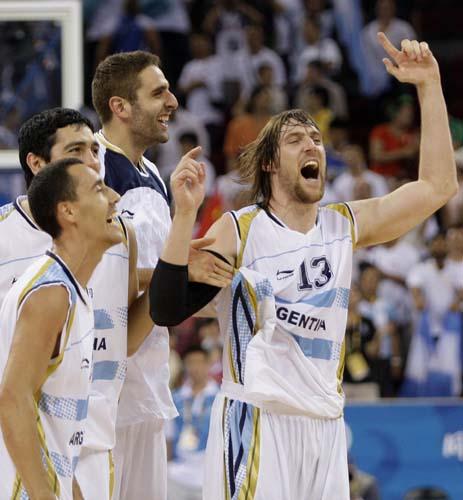 图文-[奥运男篮]阿根廷80-78希腊 兴奋的庆祝晋级