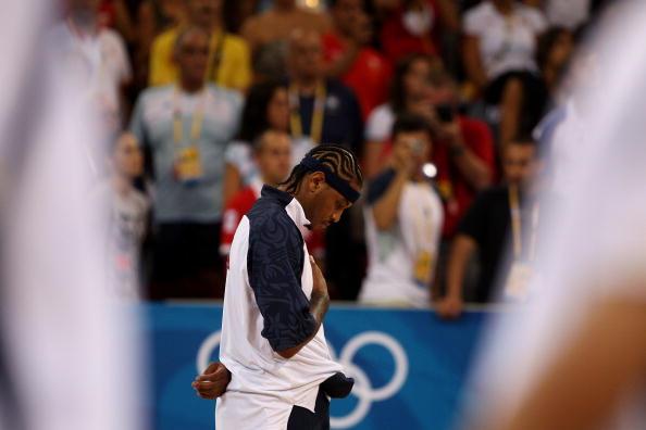 图文-[奥运男篮半决赛]阿根廷VS美国 赛前奏国歌