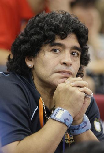 图文-半决赛阿根廷81-101梦八 马拉多纳难助同胞