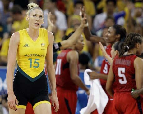 图文-[女篮决赛]美国92-65澳大利亚 杰克逊认输了