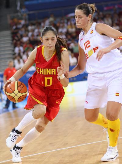 图文-女子篮球精彩瞬间回顾 隋菲菲突破大将风范