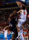 图文-美国男篮118-107西班牙 魔兽难阻对手暴扣