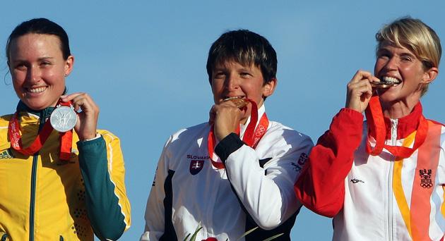 图文-皮划艇激流回旋精彩回顾 前三名品尝奖牌滋味