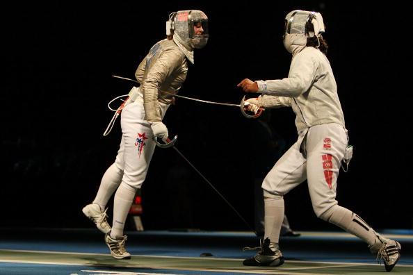 图文-奥运女子佩剑个人赛 贝丽卡与贝斯贝斯比赛中