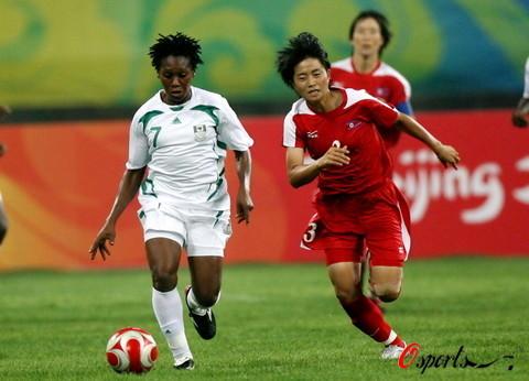 图文-[奥运会]朝鲜女足VS尼日利亚 严贞兰飞奔