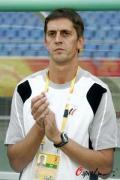 图文-巴西国奥VS比利时国奥 比利时主教练助威