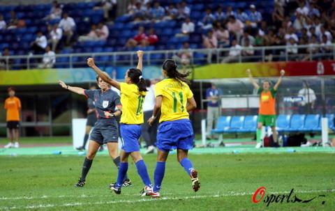 图文-巴西女足2-1挪威进入四强 世界第一女子球星