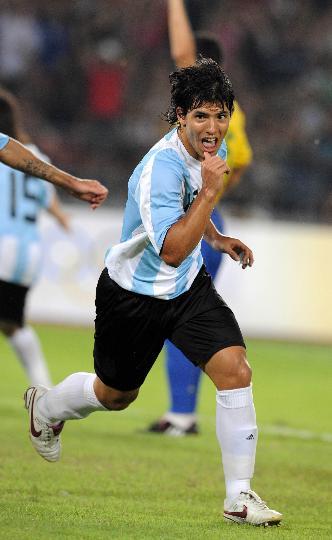 图文-阿根廷胜巴西挺进男足决赛 阿奎罗状态神勇