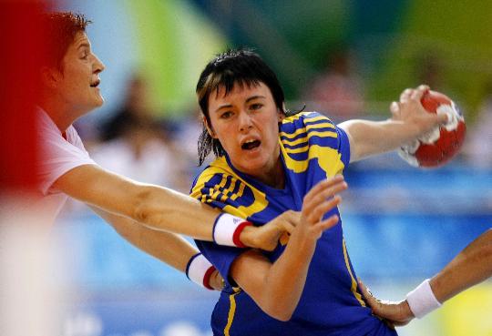 图文-女子手球法国胜哈萨克斯坦 不快的表情