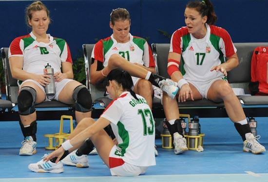 图文-奥运会女子手球半决赛赛况 失落的匈牙利队员