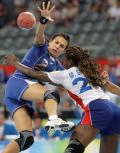 图文-奥运会女子手球半决赛赛况 比赛激烈的进行