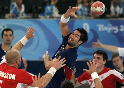 图文-北京奥运男子手球决赛 做最后的拼争