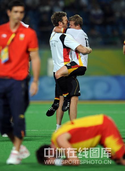 图文-男曲决赛德国胜西班牙 高兴与失望
