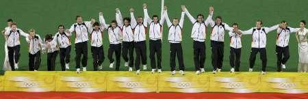 图文-男曲决赛德国胜西班牙 德国队员等待领奖