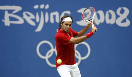 图文-网球男子单打首轮激战 费德勒网前轻松回球