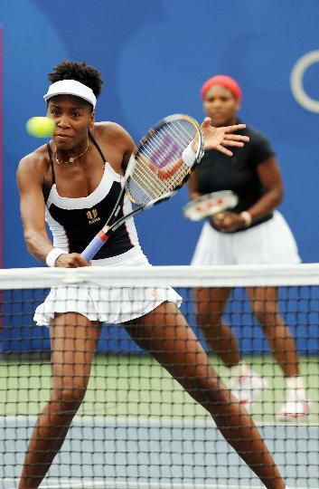 图文-威廉姆斯姐妹夺得双打冠军 完美的双塔组合