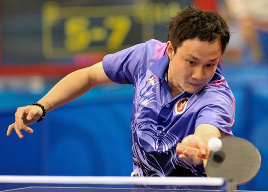 图文-北京奥运会乒乓球赛事开战 香港球员巧妙回球