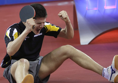 图文-乒乓球男团半决赛打响 忘情地享受胜利