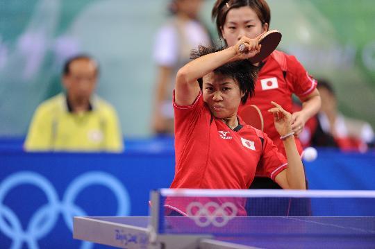 图文-17日乒乓球女团赛赛况 福冈春菜与平野早矢香