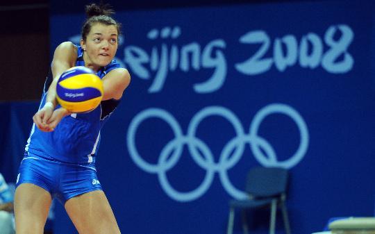 图文-奥运会女子排球小组赛 意大利选手塞雷娜回球