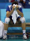 图文-男排1/4决赛赛况 塞尔维亚队员掩面伤心