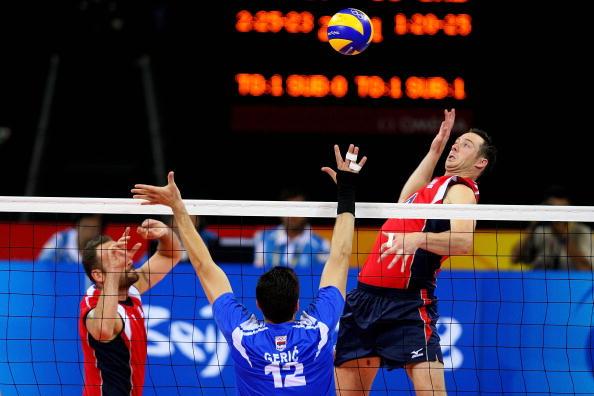 图文-奥运会男子排球1/4决赛赛况 要大力扣球