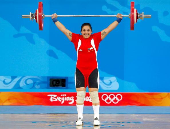 图文-[奥运]女子举重75公斤级 智利选手成功举起
