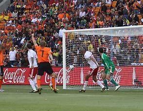 世界杯第一粒乌龙-高清图