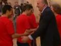 视频-国王接见盛赞威武之师 首相捧大力神杯欢跳