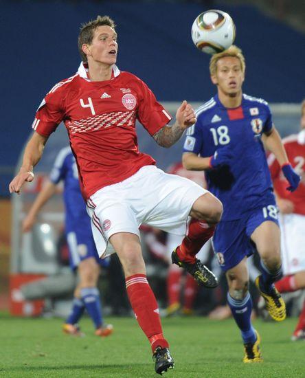 图文-[小组赛]丹麦1-3日本阿格尔得球