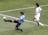 乌拉圭后卫解围