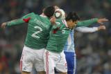 墨西哥球员拼抢