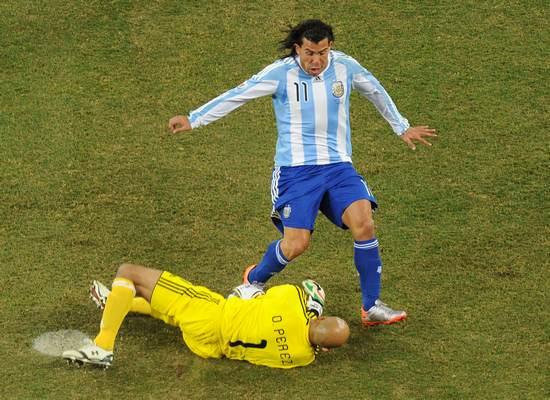图文-[1/8决赛]阿根廷3-1墨西哥佩雷斯虎口拔牙