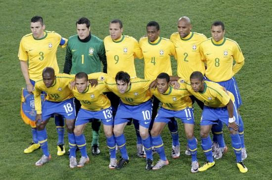 图文-[1/8决赛]巴西VS智利 巴西队首发阵容合影