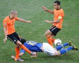 荷兰队夹防卡卡