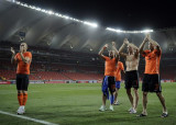 荷兰队员感谢球迷