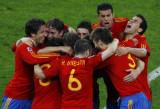 西班牙抱做一团