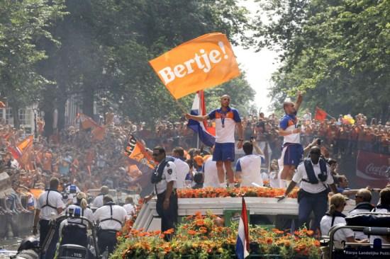 图文-橙色荷兰运河大游行尽情享受这一刻