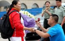 张文秀机场遇男友求婚