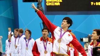 孙杨第四棒发力超越中国4x200自接力首夺奖牌