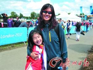 张秀云和女儿小朗润在一起。周婉琪 摄