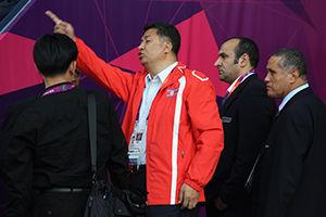 朝鲜女足比赛误挂韩国国旗球员退场抗议比赛推迟