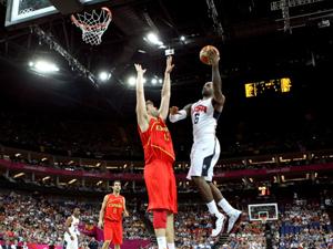 男篮决赛美国队107-100击败西班牙