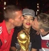 蕾哈娜遭德国球星热吻
