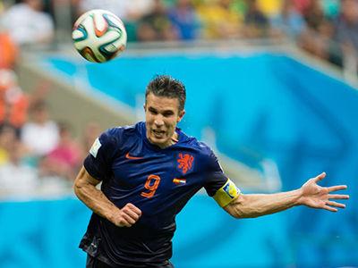 视频-范佩西飞鱼破门 唤起世界杯经典头球记忆